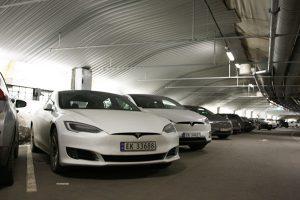 EV専用駐車場(元は核シェルター)